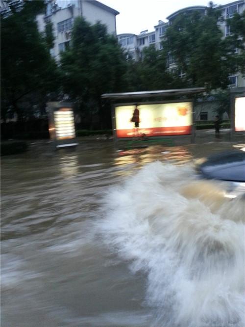 二手车车型推荐 台风入境 神行者2冲过积水路的记录3