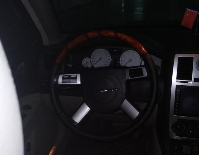 克莱斯勒300C 2008款 3.5L 自动 豪华领航版 (国Ⅳ)